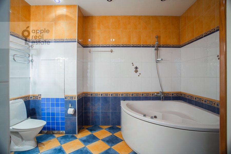 Bathroom of the 3-room apartment at Malaya Ordynka 3