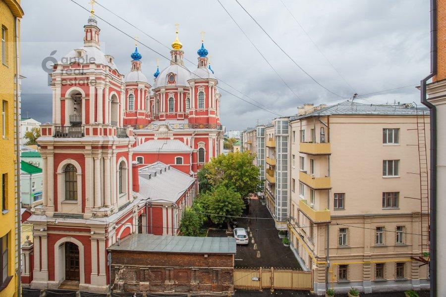 Вид из окна в 3-комнатной квартире по адресу Малая Ордынка 3
