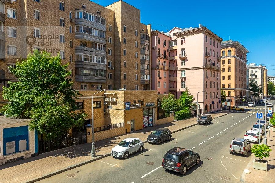View from the window of the 2-room apartment at 2-ya Tverskaya-Yamskaya ulitsa 26