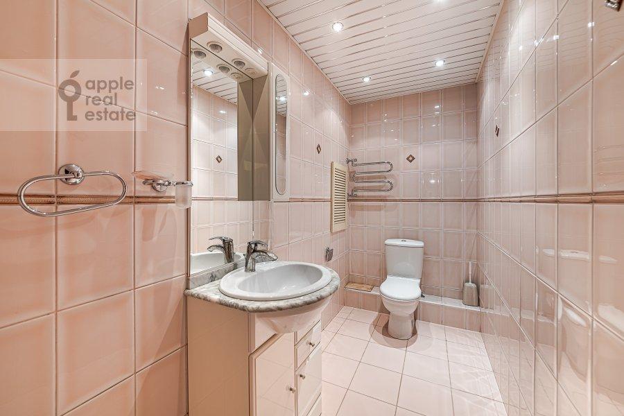 Bathroom of the 2-room apartment at 2-ya Tverskaya-Yamskaya ulitsa 26