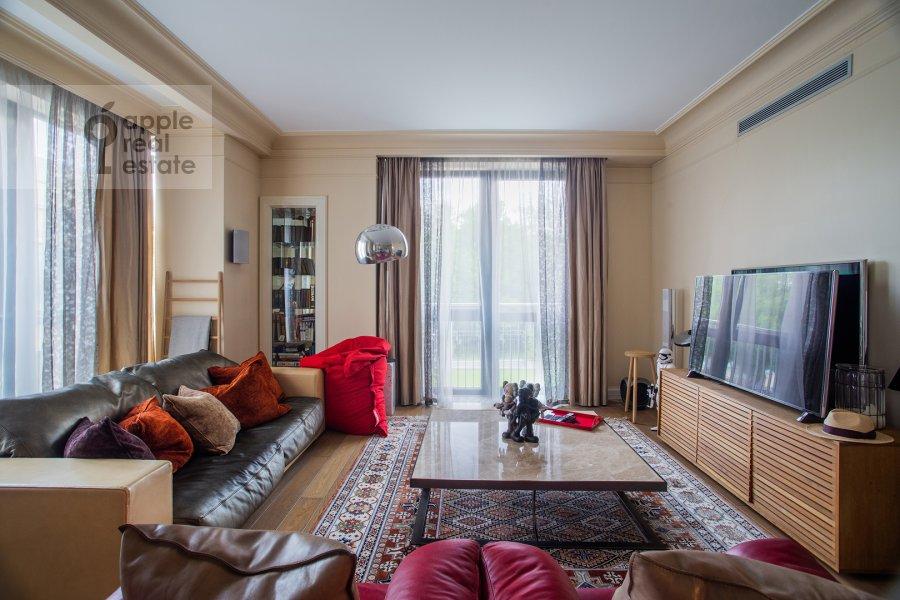 Гостиная в 3-комнатной квартире по адресу Хилков переулок 5