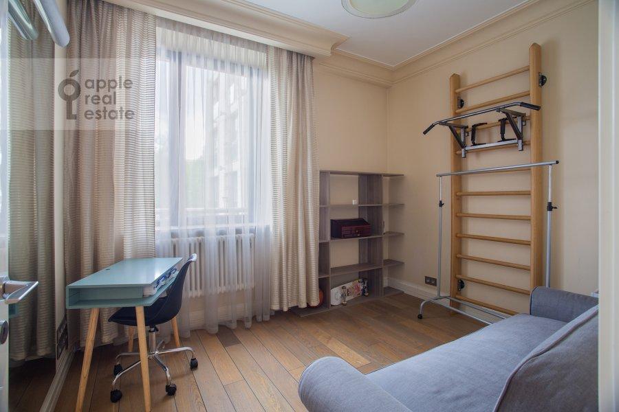 Детская комната / Кабинет в 3-комнатной квартире по адресу Хилков переулок 5
