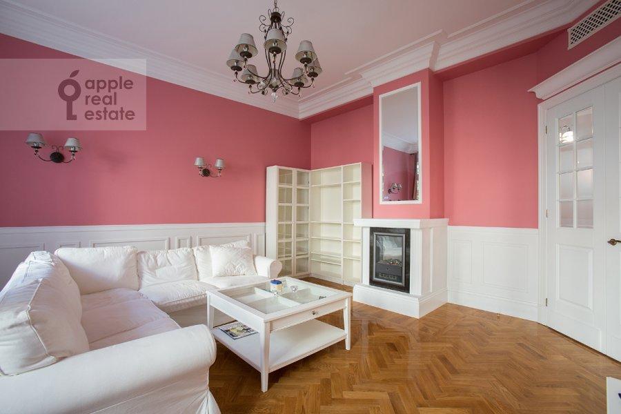 Гостиная в 4-комнатной квартире по адресу Серафимовича ул. 2