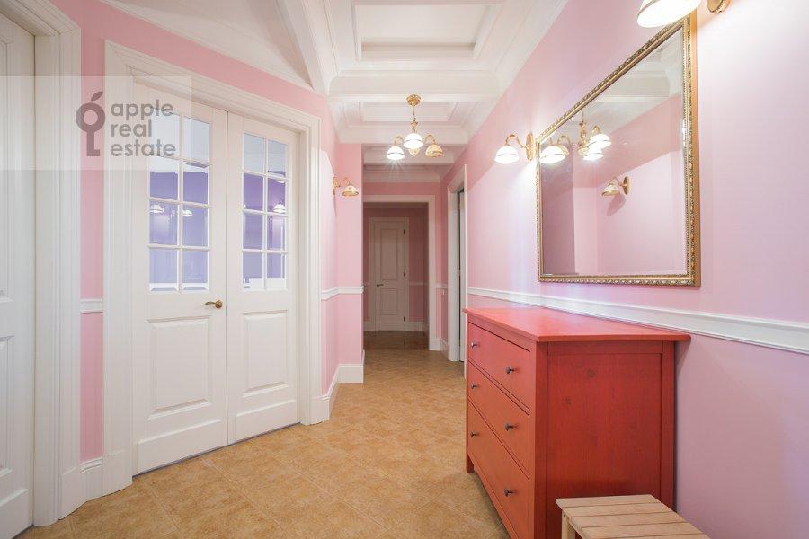 Коридор в 4-комнатной квартире по адресу Серафимовича ул. 2