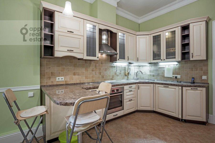 Кухня в 4-комнатной квартире по адресу Серафимовича ул. 2