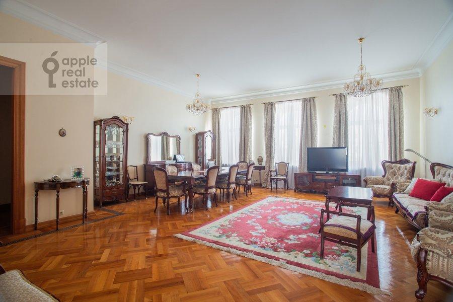 Living room of the 6-room apartment at Bol'shoy Afanas'evskiy pereulok 15S1