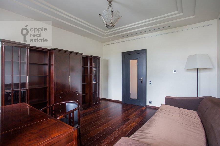 Детская комната / Кабинет в 4-комнатной квартире по адресу Малая Ордынка 13с1