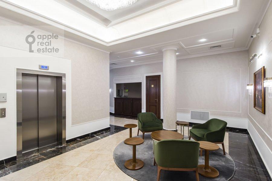 Entrance of the 2-room apartment at Povarskaya ulitsa 8k1