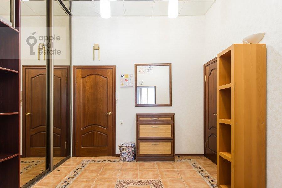 Corridor of the 3-room apartment at B. Nikolopeskovskiy per. 3