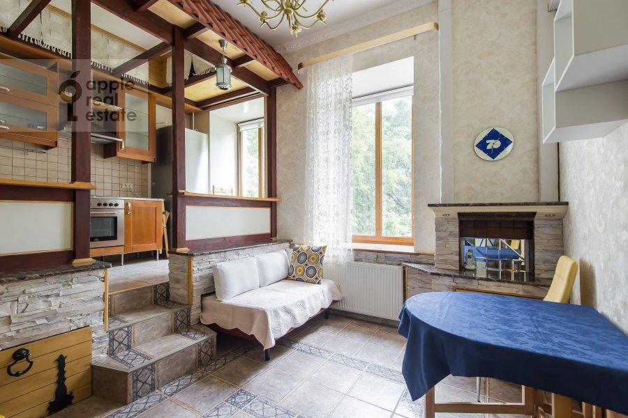 Living room of the 3-room apartment at B. Nikolopeskovskiy per. 3