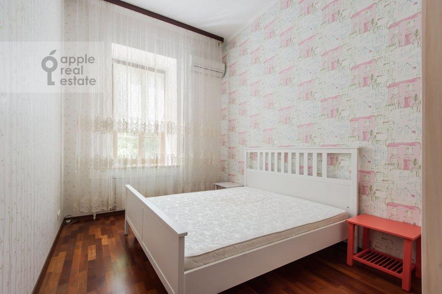 Bedroom of the 3-room apartment at B. Nikolopeskovskiy per. 3