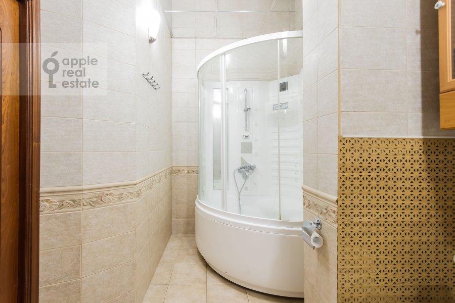 Bathroom of the 3-room apartment at B. Nikolopeskovskiy per. 3
