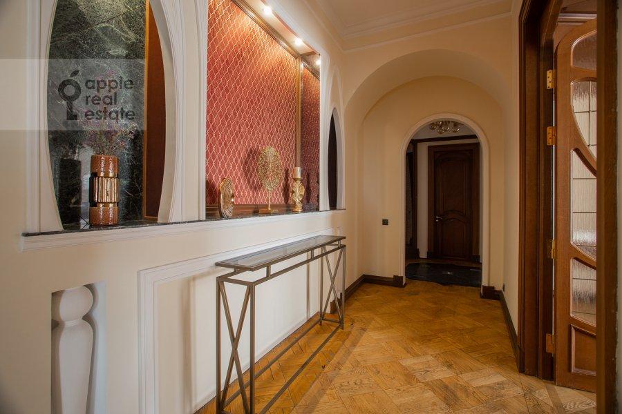 Corridor of the 6-room apartment at Ostozhenka 3/14
