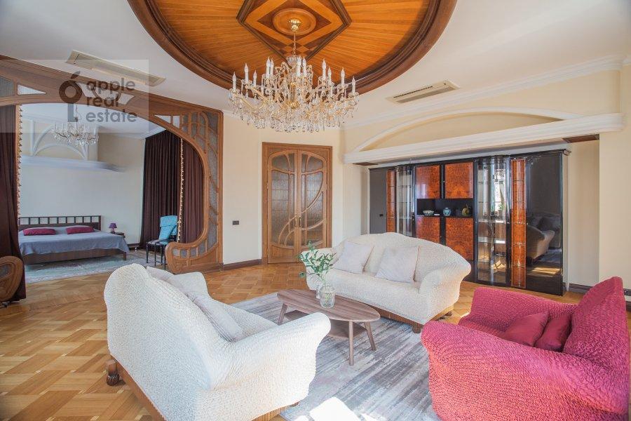 Living room of the 6-room apartment at Ostozhenka 3/14