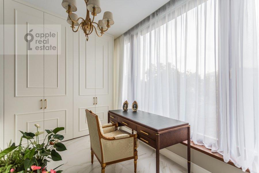 Children's room / Cabinet of the 5-room apartment at Spiridonovka 18
