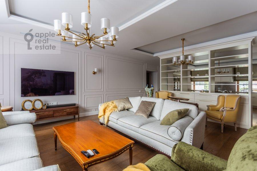 Living room of the 5-room apartment at Spiridonovka 18