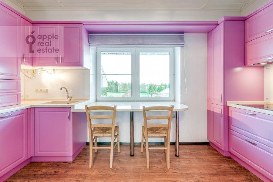 Кухня в 3-комнатной квартире по адресу жилой комплекс Ангелово-Резиденц 83