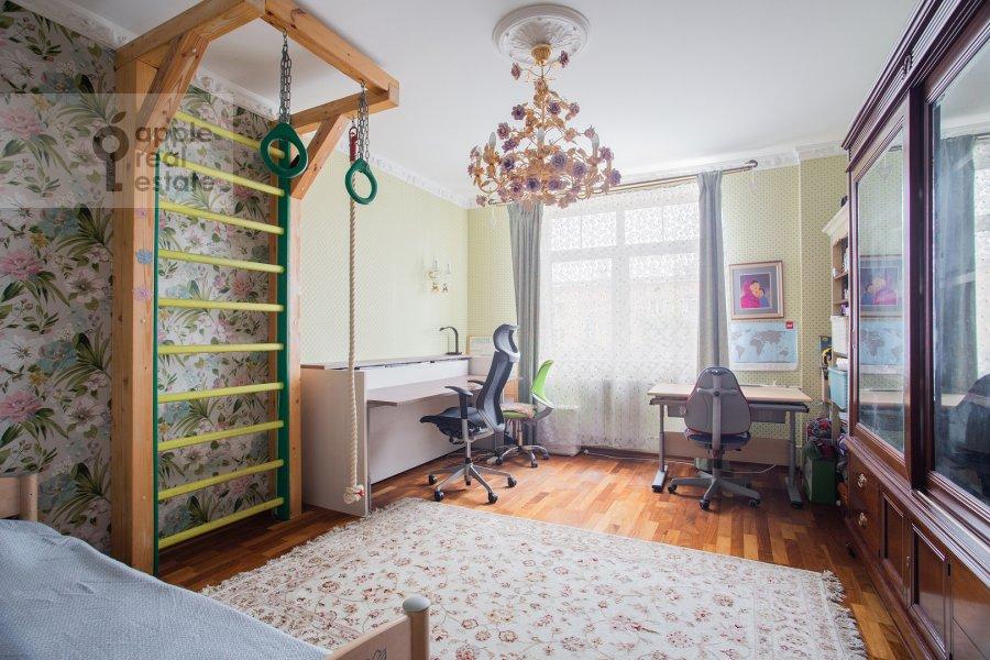 Children's room / Cabinet of the 2-room apartment at prospekt Vernadskogo 27k1