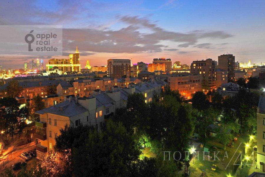 Вид из окна в квартире-студии по адресу Полянка Большая ул. 44