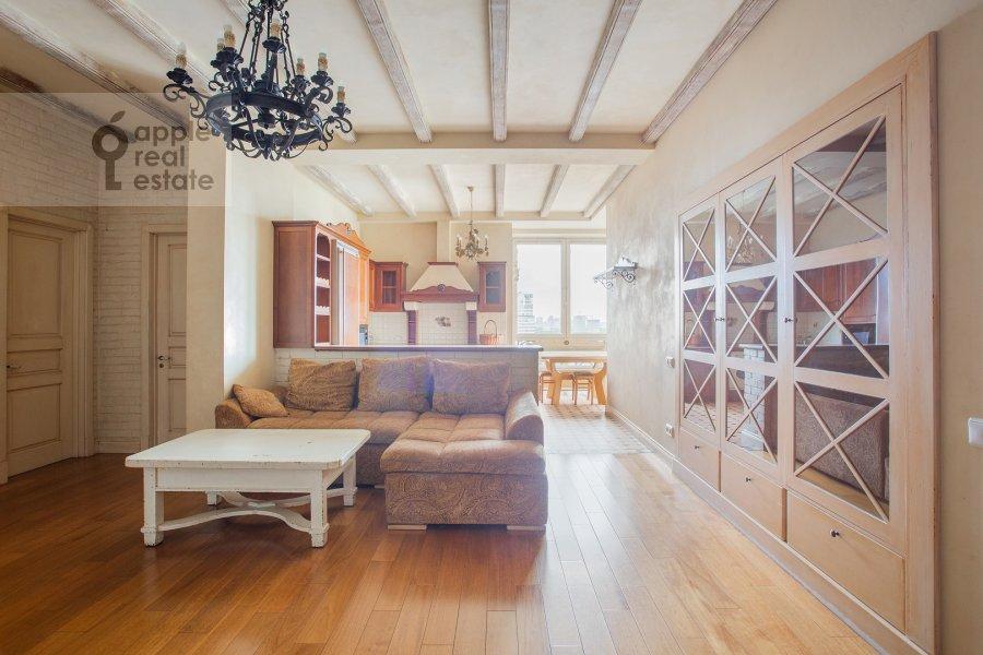 Living room of the 4-room apartment at Raspletina ul. 22k2