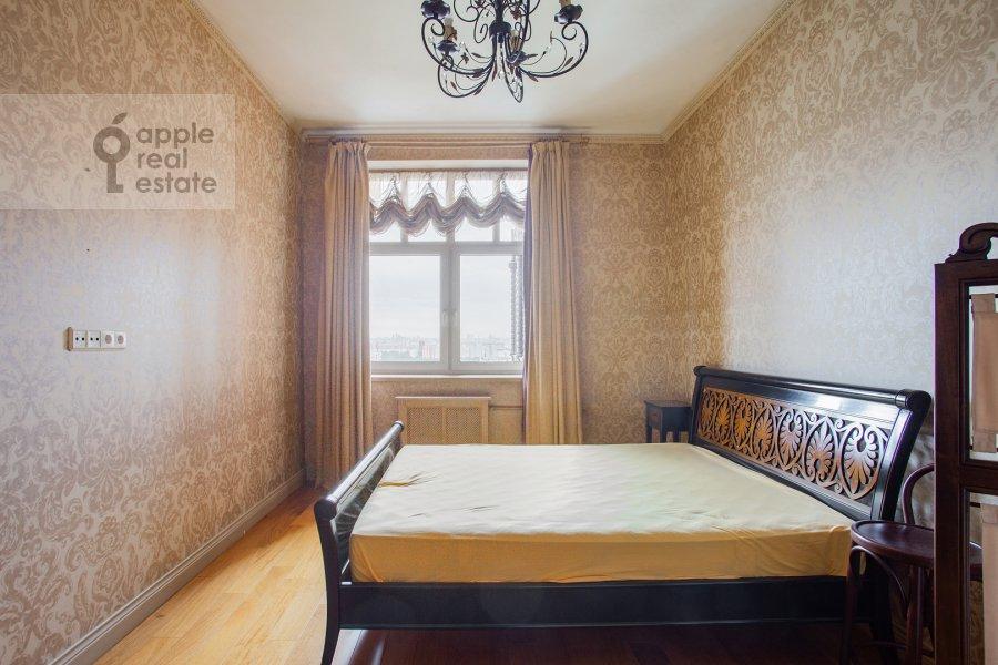 Bedroom of the 4-room apartment at Raspletina ul. 22k2