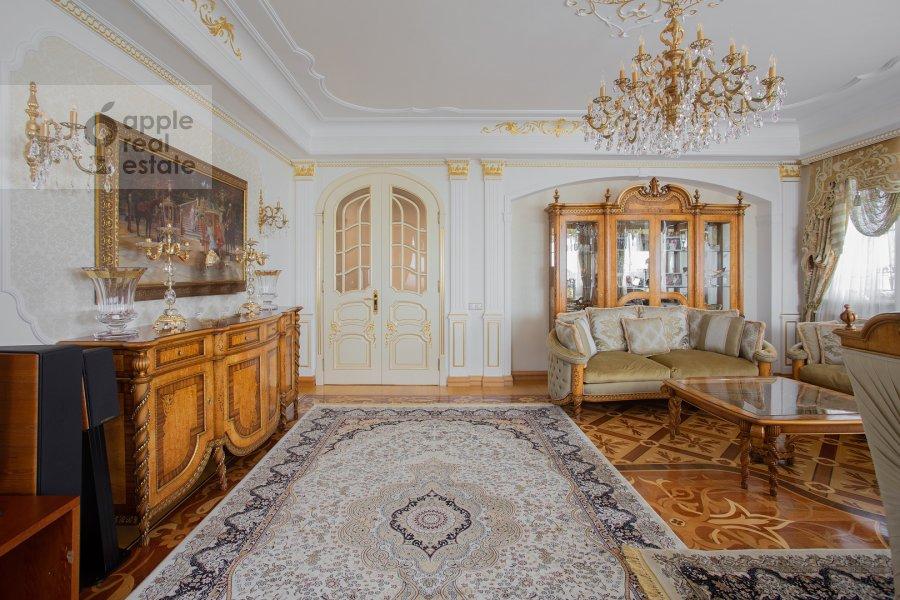 Living room of the 4-room apartment at Davydkovskaya ulitsa 3