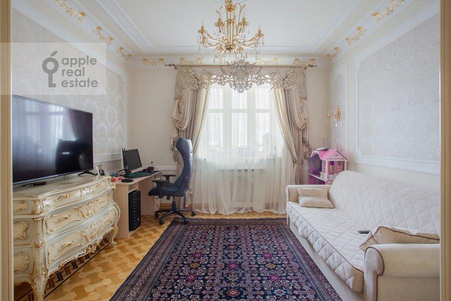 Children's room / Cabinet of the 4-room apartment at Davydkovskaya ulitsa 3