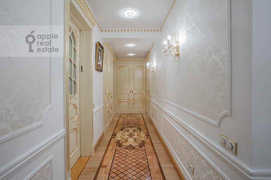 Corridor of the 4-room apartment at Davydkovskaya ulitsa 3