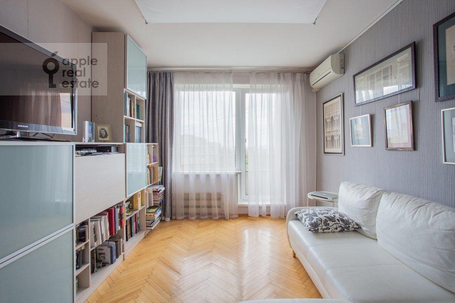 Living room of the 2-room apartment at Miklukho-Maklaya 51/1