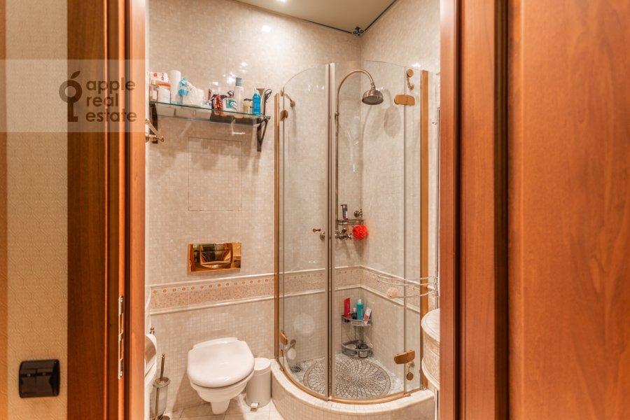 Санузел в 3-комнатной квартире по адресу Бронная Малая ул. 44