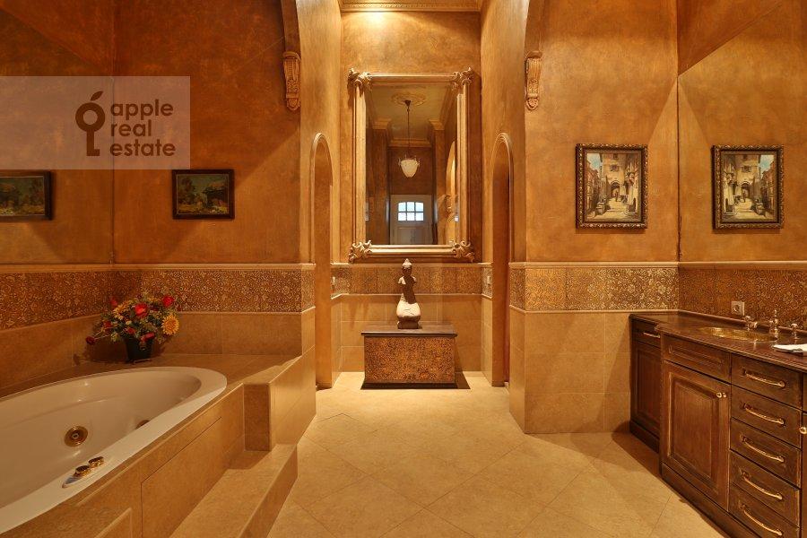 Bathroom of the 6-room apartment at Ivan'kovskoe shosse 5