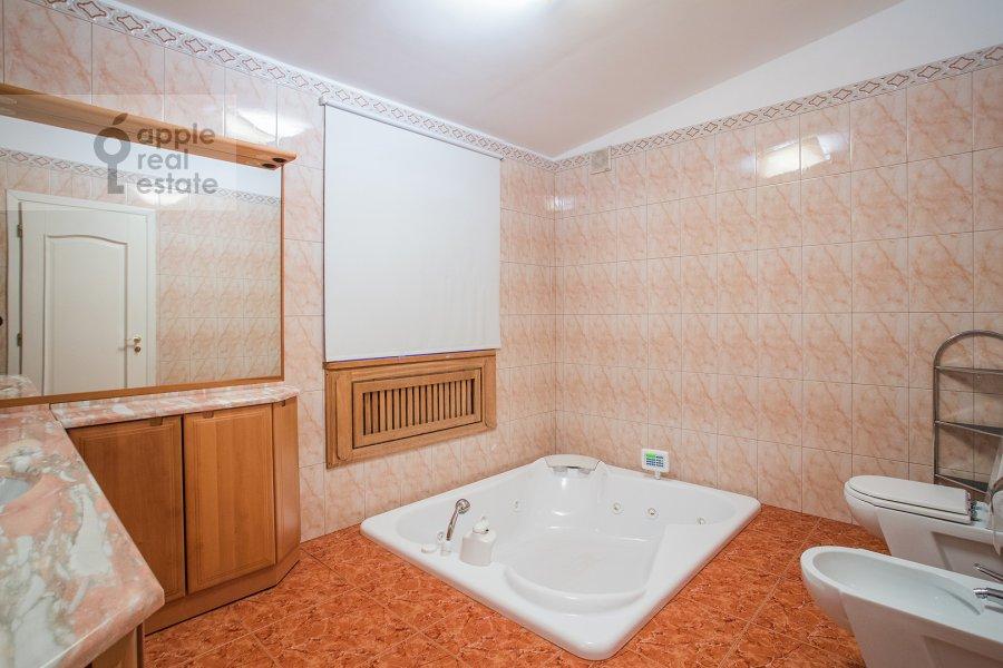 Санузел в 6-комнатной квартире по адресу Яковоапостольский переулок 9с2