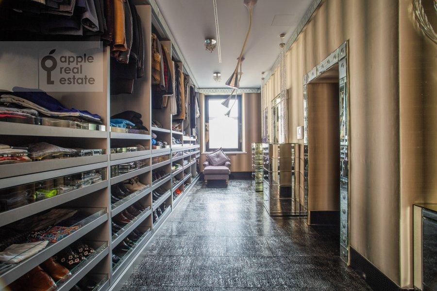 Walk-in closet / Laundry room / Storage room of the 6-room apartment at Prechistenka ul. 27