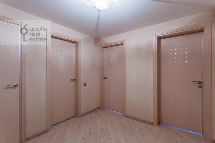 Corridor of the 4-room apartment at Marshala Biryuzova 32k1