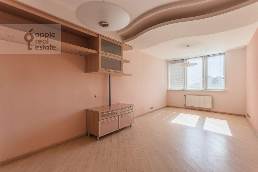 Children's room / Cabinet of the 4-room apartment at Marshala Biryuzova 32k1