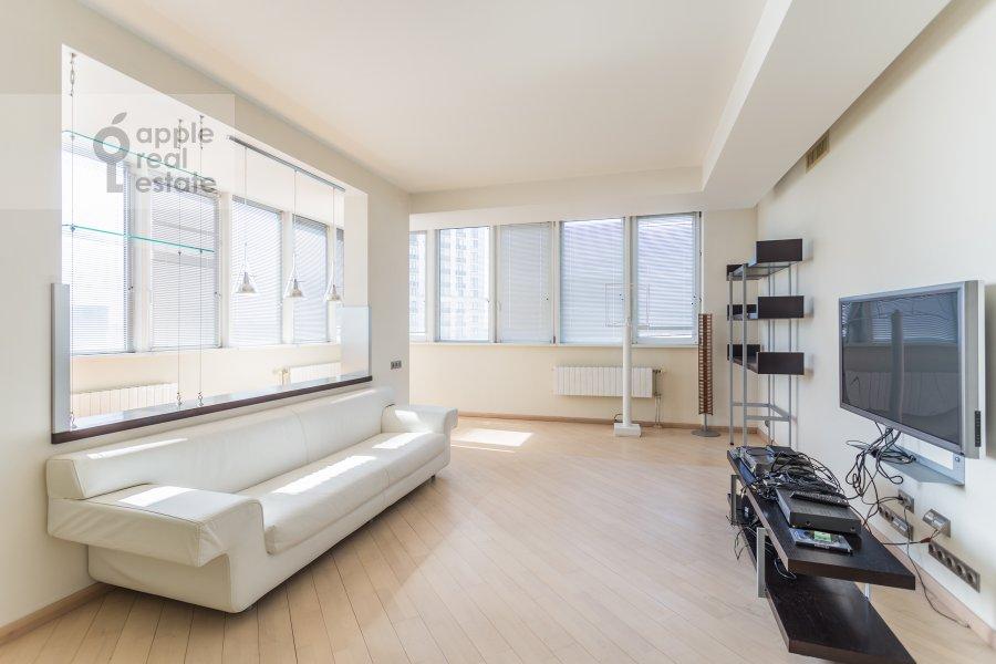 Living room of the 4-room apartment at Marshala Biryuzova 32k1