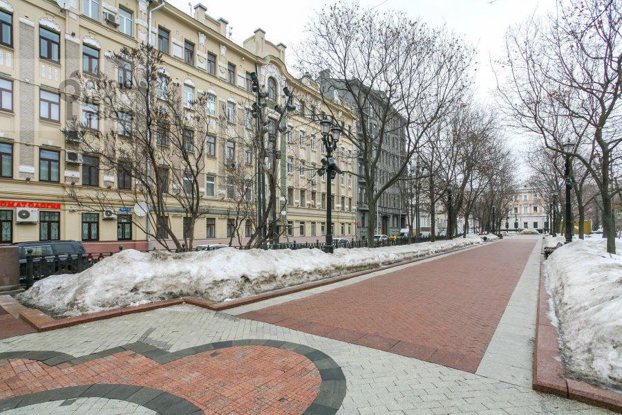 Photo of the house of the 3-room apartment at Rozhdestvenskiy bul'v. 17