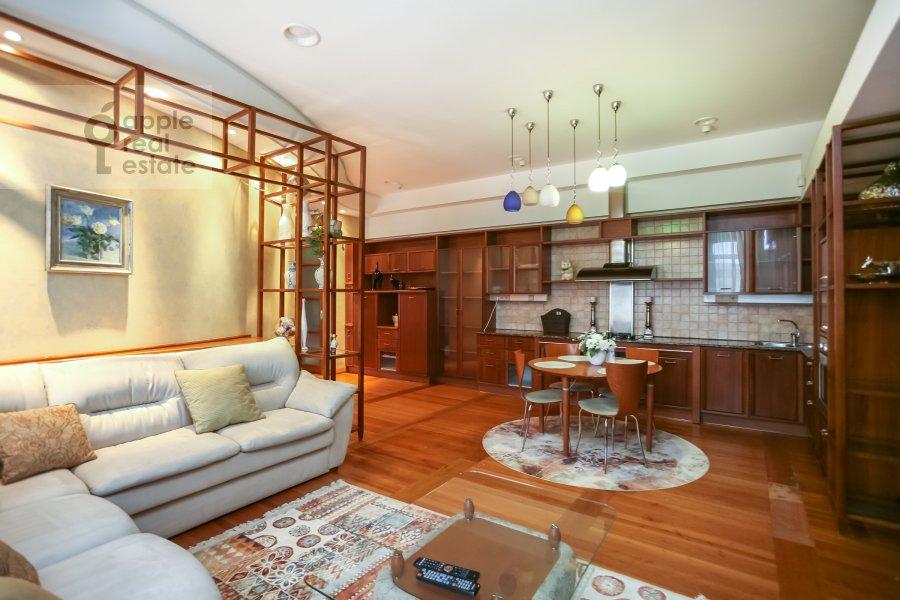 Living room of the 3-room apartment at Rozhdestvenskiy bul'v. 17