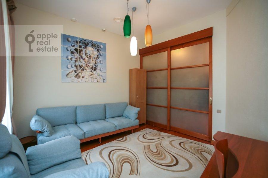 Children's room / Cabinet of the 3-room apartment at Rozhdestvenskiy bul'v. 17
