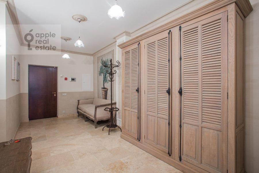 Corridor of the 4-room apartment at Bol'shaya Polyanka ul. 43 str 3