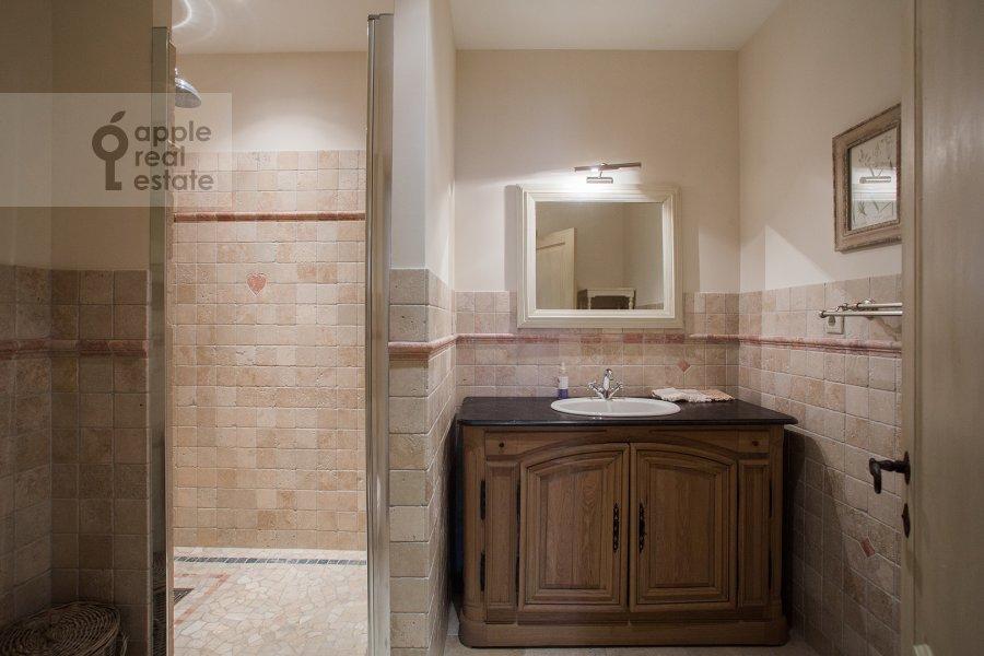 Bathroom of the 4-room apartment at Bol'shaya Polyanka ul. 43 str 3