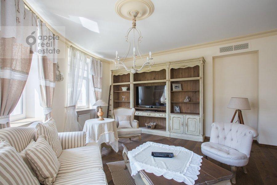 Living room of the 4-room apartment at Bol'shaya Polyanka ul. 43 str 3