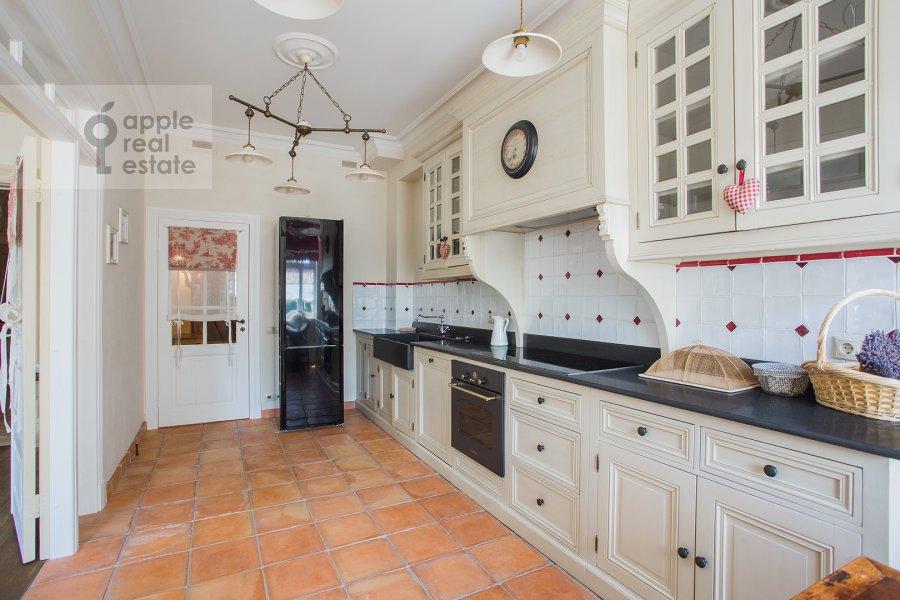 Kitchen of the 4-room apartment at Bol'shaya Polyanka ul. 43 str 3