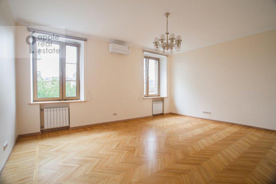 Bedroom of the 4-room apartment at Granatnyy per. 10s1