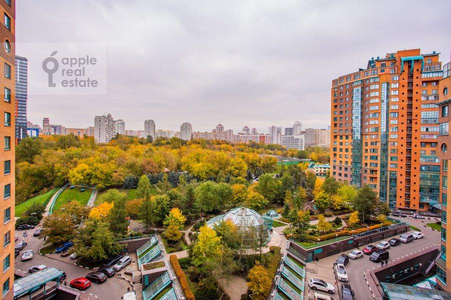 Вид из окна в 5-комнатной квартире по адресу Минская ул. 1Гк1