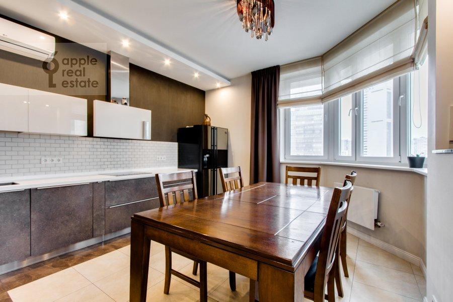 Кухня в 4-комнатной квартире по адресу Ярцевская ул. 32