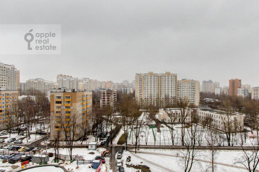 Вид из окна в 4-комнатной квартире по адресу Ярцевская ул. 32