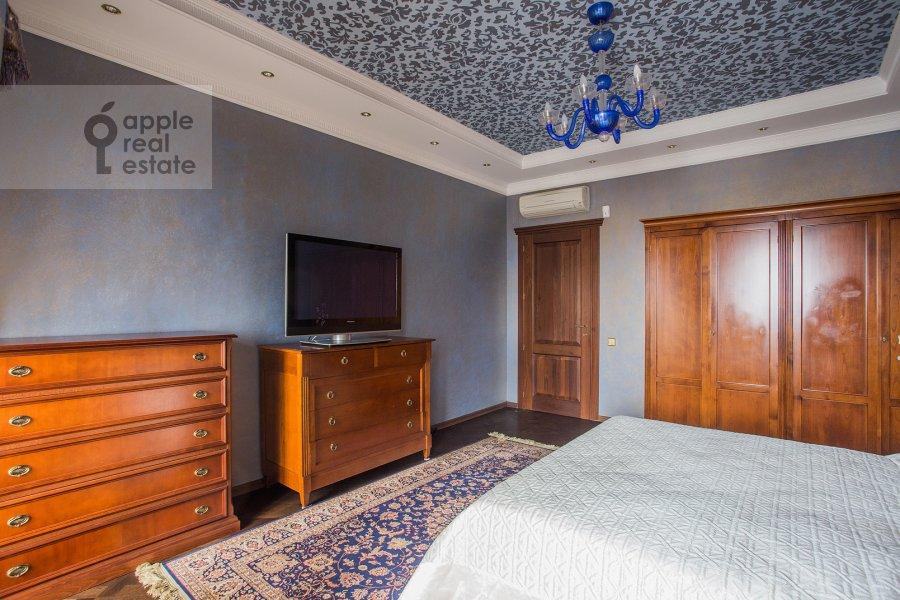 Спальня в 6-комнатной квартире по адресу Академика Пилюгина 24к1