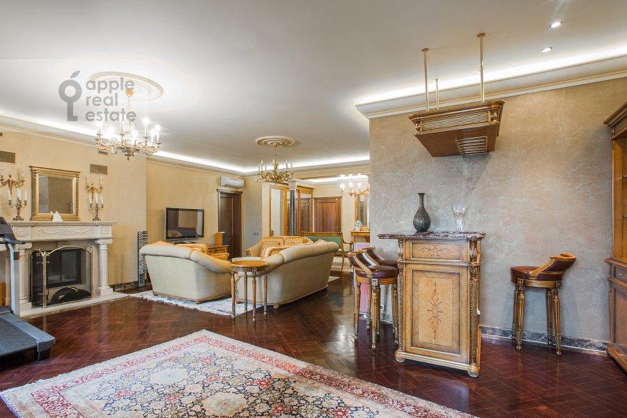 Гостиная в 6-комнатной квартире по адресу Академика Пилюгина 24к1