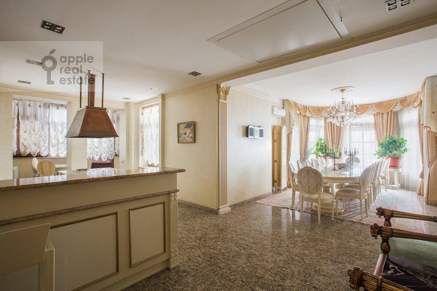 Кухня в 6-комнатной квартире по адресу Академика Пилюгина 24к1